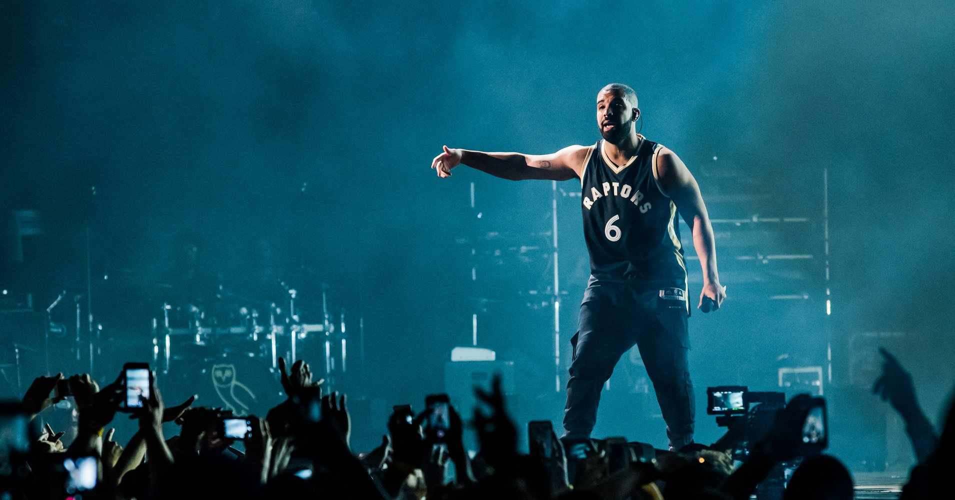 drake concert world music paper 2 Drake in concert drake is known for his high-energy shows that should be on every music fan's bucket list catch drake in concert with fellow rappers migos during the aubrey & the three amigos tour.